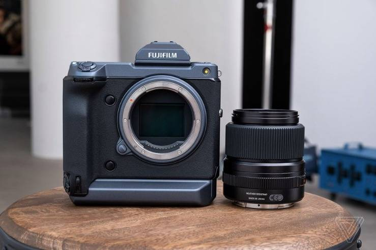 富士的GFX 100是一款中画幅相机,它的表现就像一部无反光镜相机