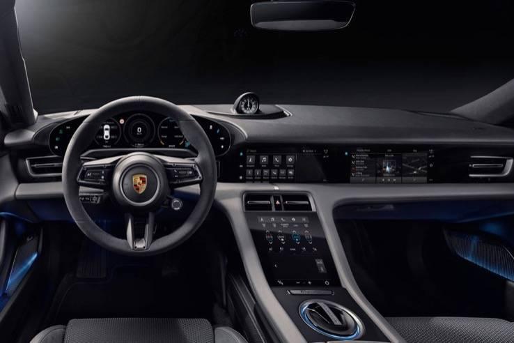 保时捷在9月4日前展示了其首款电动车的内饰