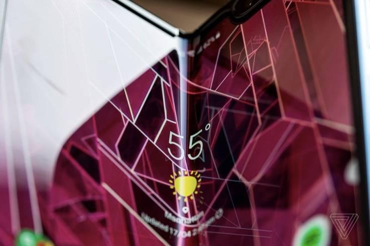 """三星明年将推出更便宜、更薄、可折叠的""""方形""""手机"""