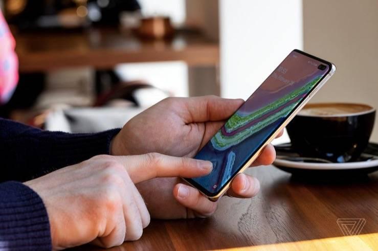 三星将把Galaxy S10的指纹传感器安装在屏幕保护器上