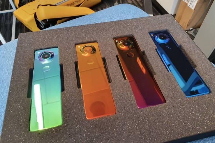 Essential和Android的联合创始人安迪·鲁宾刚刚在推特上发布了一款神秘手机的照片