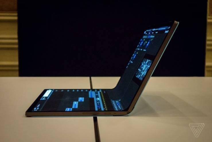 英特尔的马蹄形弯曲概念着眼于可折叠个人电脑的未来