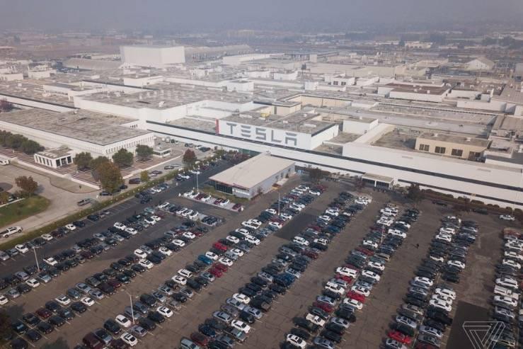 在冠状病毒大流行期间,特斯拉关闭了加州和纽约的工厂