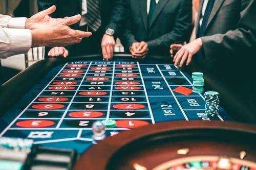 豪门风云:赌王去世,千亿财产谁来继承?