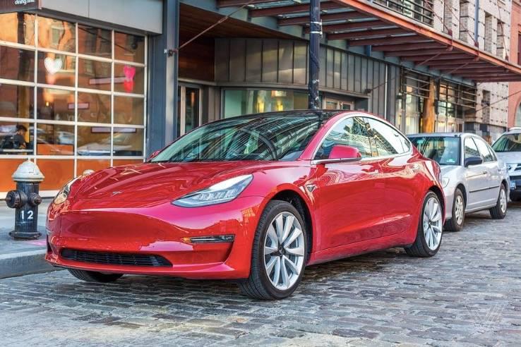 据报道,特斯拉为美国制造的Model 3汽车增加了USB-C端口和无线手机充电功能