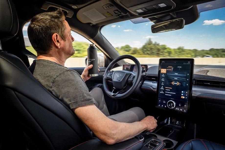 福特的免提驾驶功能要到2021年底才会推出