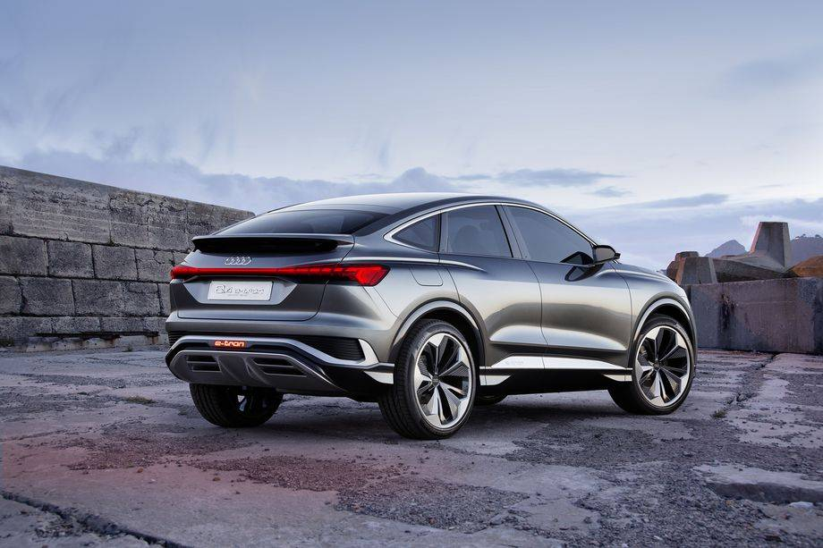 奥迪展示了其即将推出的电动Q4 SUV的运动版