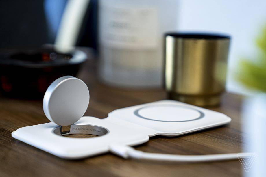 苹果的MagSafe Duo比常规的MagSafe充电器功能更弱