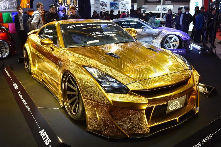 日本著名改装车厂Kuhl Racing打造全新24K镀金日产GT-R