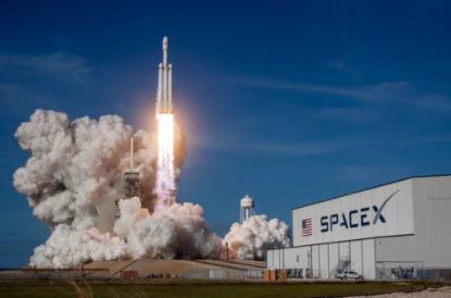 SpaceX抨击亚马逊正试图推迟Starlink,因为它无法与之竞争