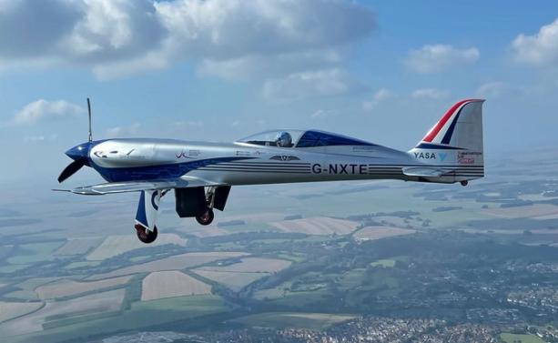 劳斯莱斯全电动飞机完成首次试飞